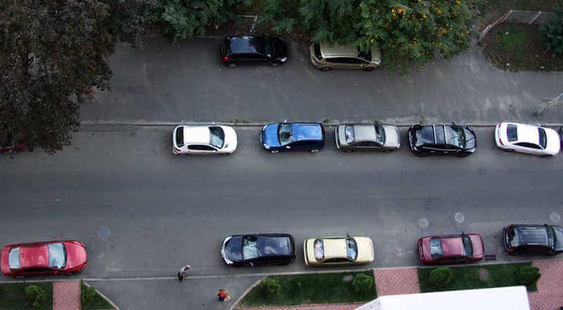 как парковаться вдоль тротуара